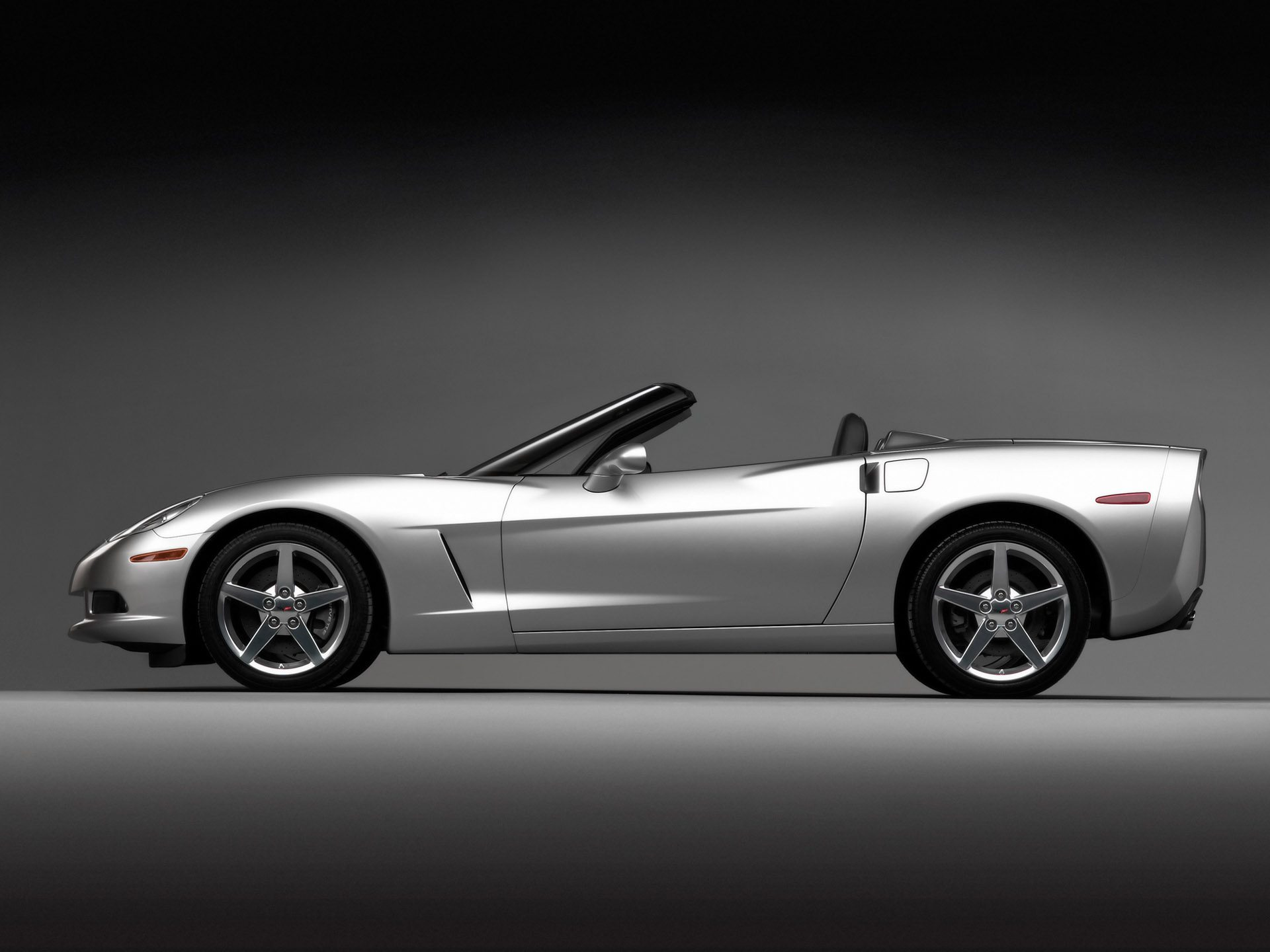 The 2005 Corvette Convertible Was More User Friendly With Options Like A Top Image Courtesy Of Gm Media