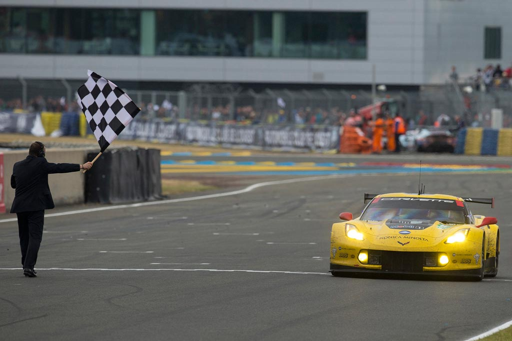 C7.R crossing the start/finish line