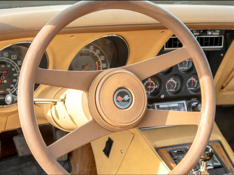 C3 Corvette Buyers Guide - 1976 Corvette Steering Wheel