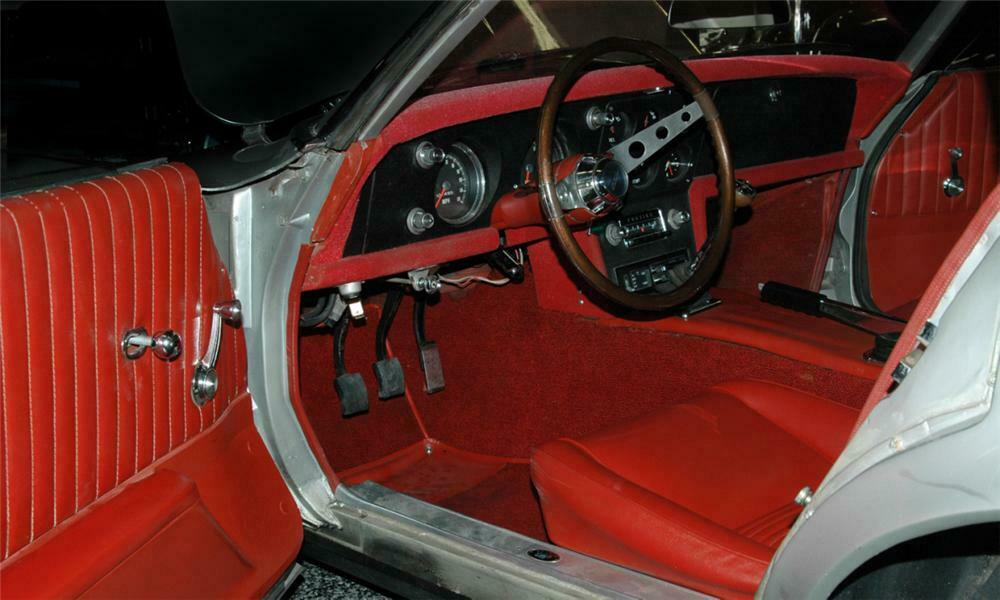 The interior of the Pontiac Banshee has elements that were later incorporated into the Firebird.