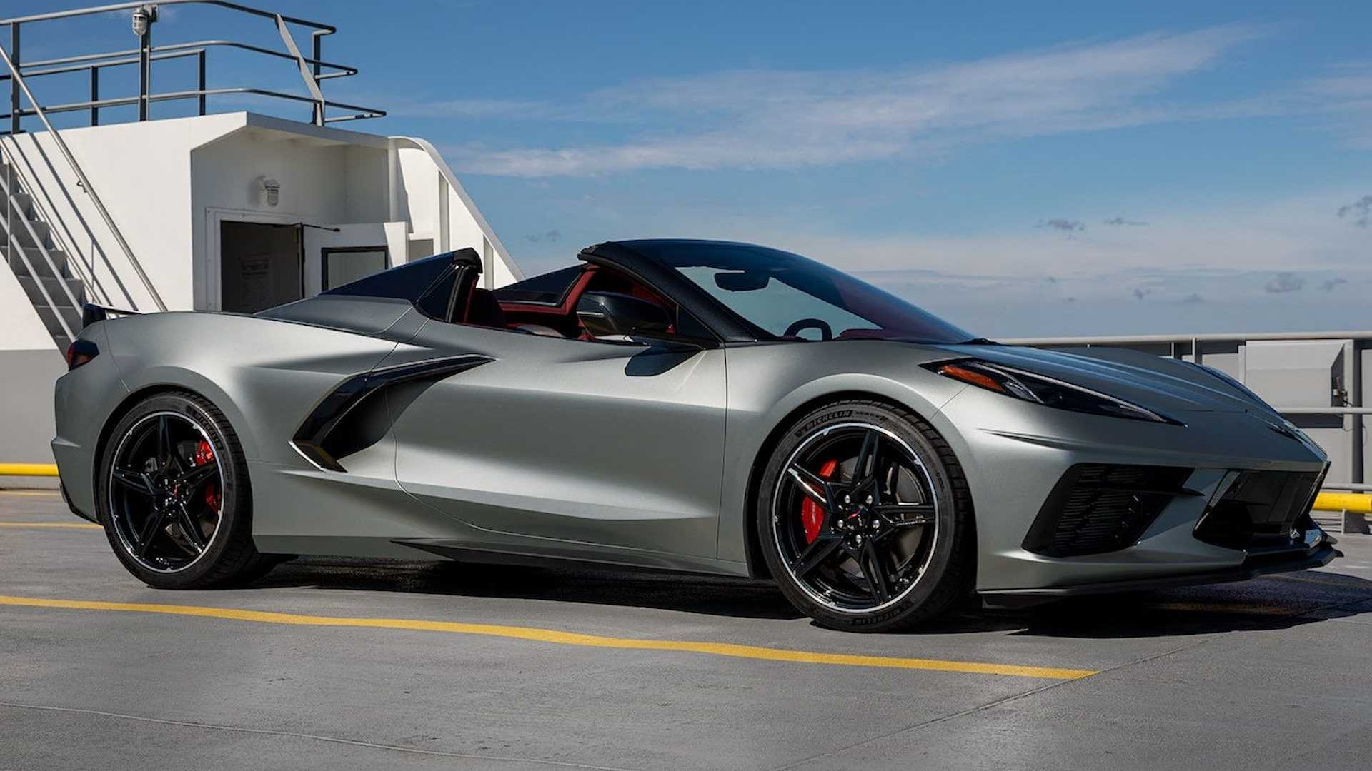 A view of one of the three colours available for the 2022 Chevrolet Corvette Stingray: a color called Hypersonic Grey